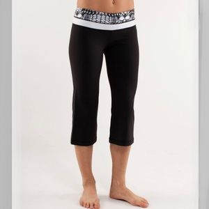 Lululemon Glacier Lace Reversible Yoga Crop Pants